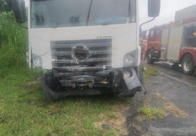 Três  pessoas da mesma família  morrem em acidente entre carro e caminhão em Formiga.